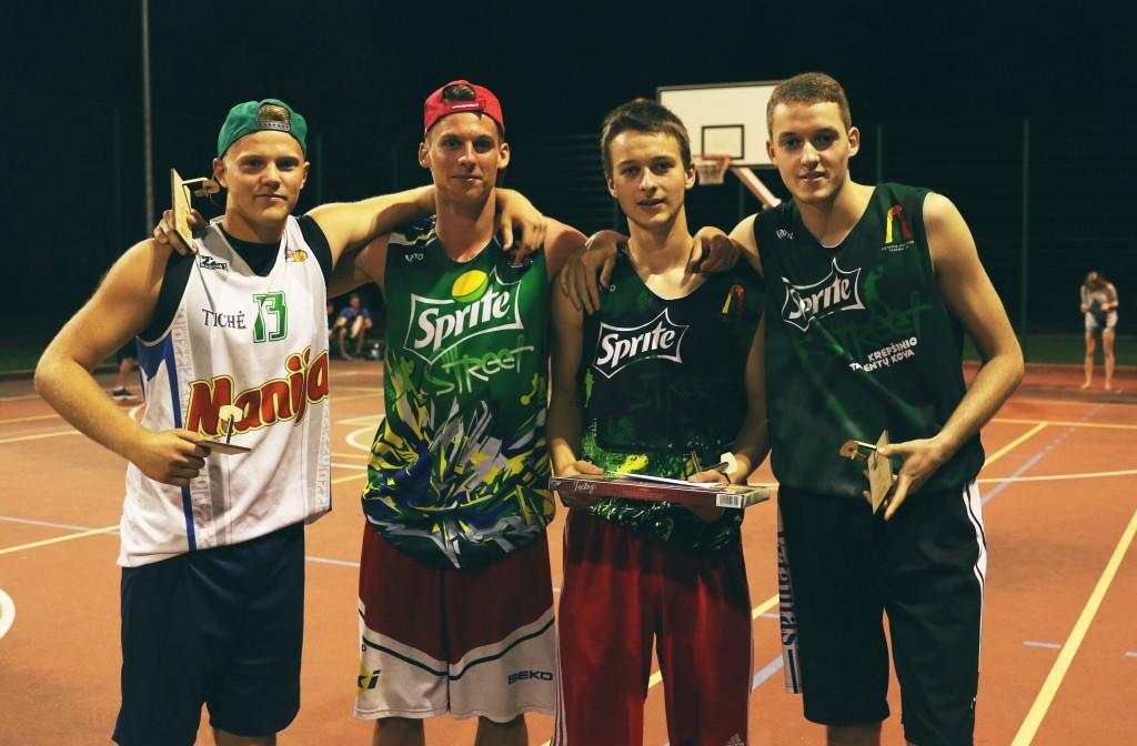 Į dėžę komandos krepšininkai nugalėjo jaunimo grupėje